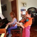niñas tocando